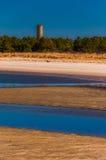 二战监视塔和海滩在海角Henlopen国家公园, DE。 免版税图库摄影