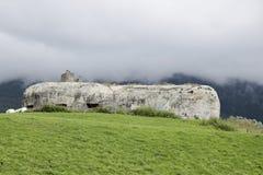 从二战,一部分的阿尔卑斯墙壁,亚尔他Val Venosta/Obervinschgau,南提洛尔,意大利的地堡 免版税库存图片