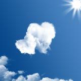 二朵心形的云彩 免版税库存图片