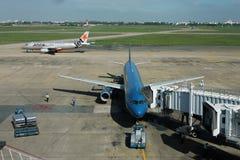 二架飞机在机场 图库摄影