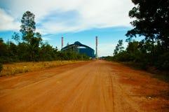 二烟囱在能源厂中 库存图片