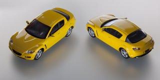 二辆黄色玩具汽车 免版税图库摄影