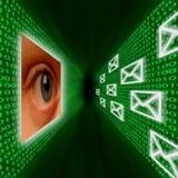 二进制代码给眼睛监控发电子邮件 皇族释放例证