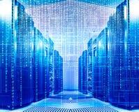 二进制编码在数据中心包括计算机主机的部分 库存图片
