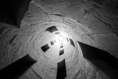 二重螺旋楼梯建筑消失的观点  免版税库存图片