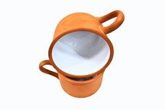 二黏土在白色背景的杯子交叠 免版税库存图片