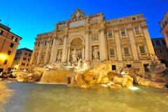 二fontana喷泉晚上罗马trevi 免版税库存图片