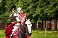 于争斗在马背上适合的装甲的骑士 免版税库存照片