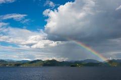 云南,中国- 2014年9月10日:在泸沽湖的彩虹 著名土地 免版税图库摄影