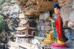 云南,中国- 2015年3月21日:在石宝山登上的宝祥寺庙 库存图片