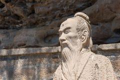 云南,中国- 2015年3月21日:在石宝山Moun的徐霞客雕象 免版税库存照片