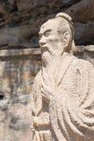云南,中国- 2015年3月21日:在石宝山Moun的徐霞客雕象 图库摄影