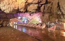 云南,在Jiuxiang钟乳石的中国幻灯片酒吧陷下 免版税库存图片