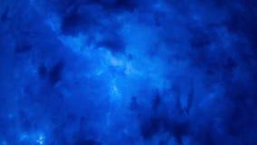 阴云密布。云彩背景在晚上。时间膝部 股票录像