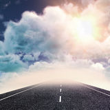 阴云密布看法的综合图象反对天空的 免版税库存照片