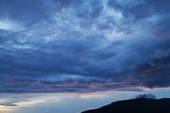 云彩、光和光芒 免版税库存照片