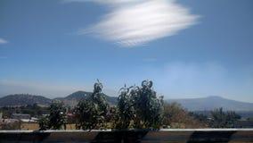 云彩、天空和城市 库存图片