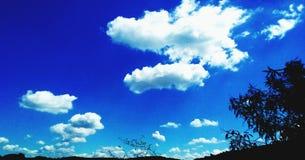 云彩、天空和蓝色 免版税库存照片