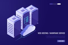 云彩与主服务器的数据中心 计算机科技、网络和数据库,互联网中心 服务器机架与 免版税库存图片