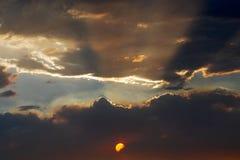 云彩分裂了日落 免版税库存照片