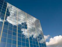 云彩反射了视窗 库存图片