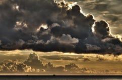 云彩发运小的威胁的越南 图库摄影
