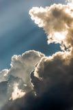 云彩和光 免版税库存照片