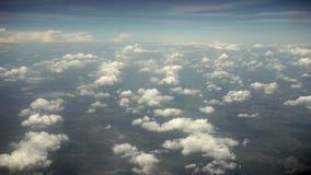 云彩和地球 从平面视窗的视图 免版税图库摄影