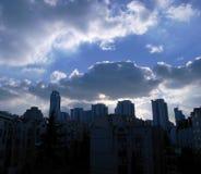 云彩和天空在城市 免版税图库摄影