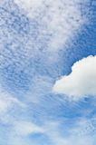 云彩和天空在夏天。 免版税图库摄影