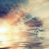 云彩和天空在海 免版税库存图片