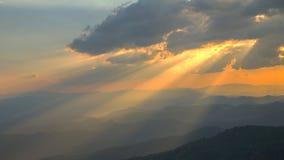 云彩和太阳光芒 库存图片