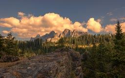 云彩和太阳在白云岩 图库摄影