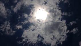 云彩和太阳时间间隔 股票录像