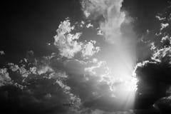 云彩和星期日光芒 免版税图库摄影