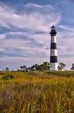 云彩和沼泽地围拢的灯塔 库存图片