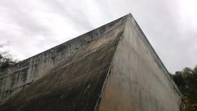 云彩和混凝土 免版税库存图片