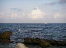 云彩和石头海  库存图片