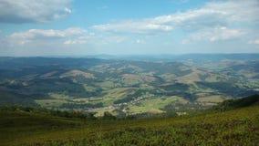 云彩和美好的绿色领域全景视图  影视素材