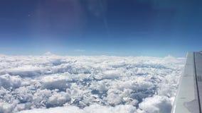 云彩和蓝天看法在飞行中乘飞机 影视素材