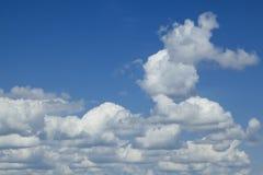 云彩和蓝天背景的 库存照片
