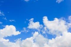云彩和蓝天 免版税库存图片