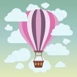 云彩和镶边的热空气气球在蓝色 免版税库存图片