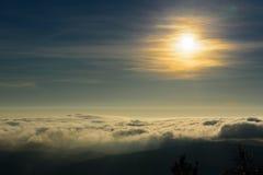 云彩和雾 免版税库存图片
