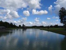云彩和水 免版税图库摄影