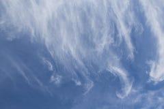 云彩在天空流动 免版税库存图片