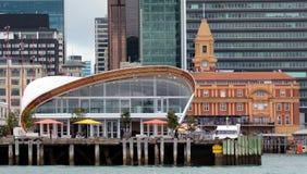 云彩在奥克兰江边-新西兰 免版税库存图片
