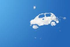 云彩在蓝天的eco汽车 免版税库存图片