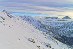 云彩在Kasprowy扎科帕内Wierch在Tatra在冬天登上 库存照片