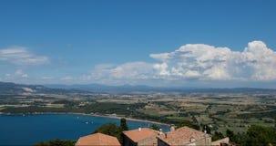 云彩定期流逝在海和山景4K附近的 影视素材